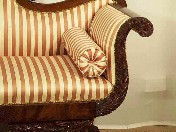 Detalle de tapicería de sofá clásico