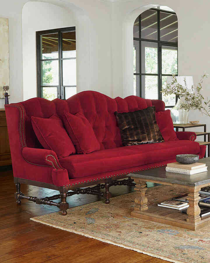 Sofa restaurado y tapizado en liso.