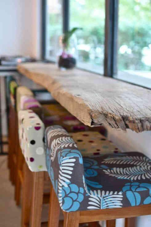 Sillas altas tapizadas con diseño