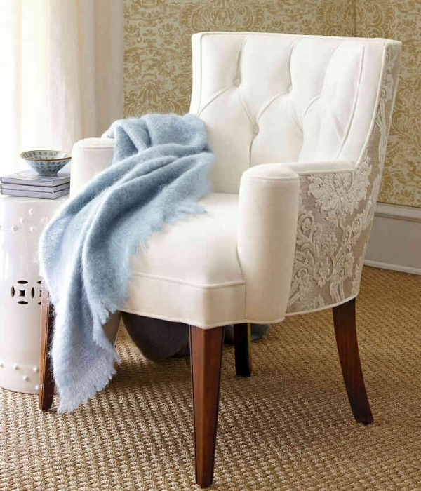 Sillon tapizado clásico con liso y relieve.